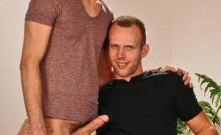 Foto do Playboy fazendo sexo com amigos